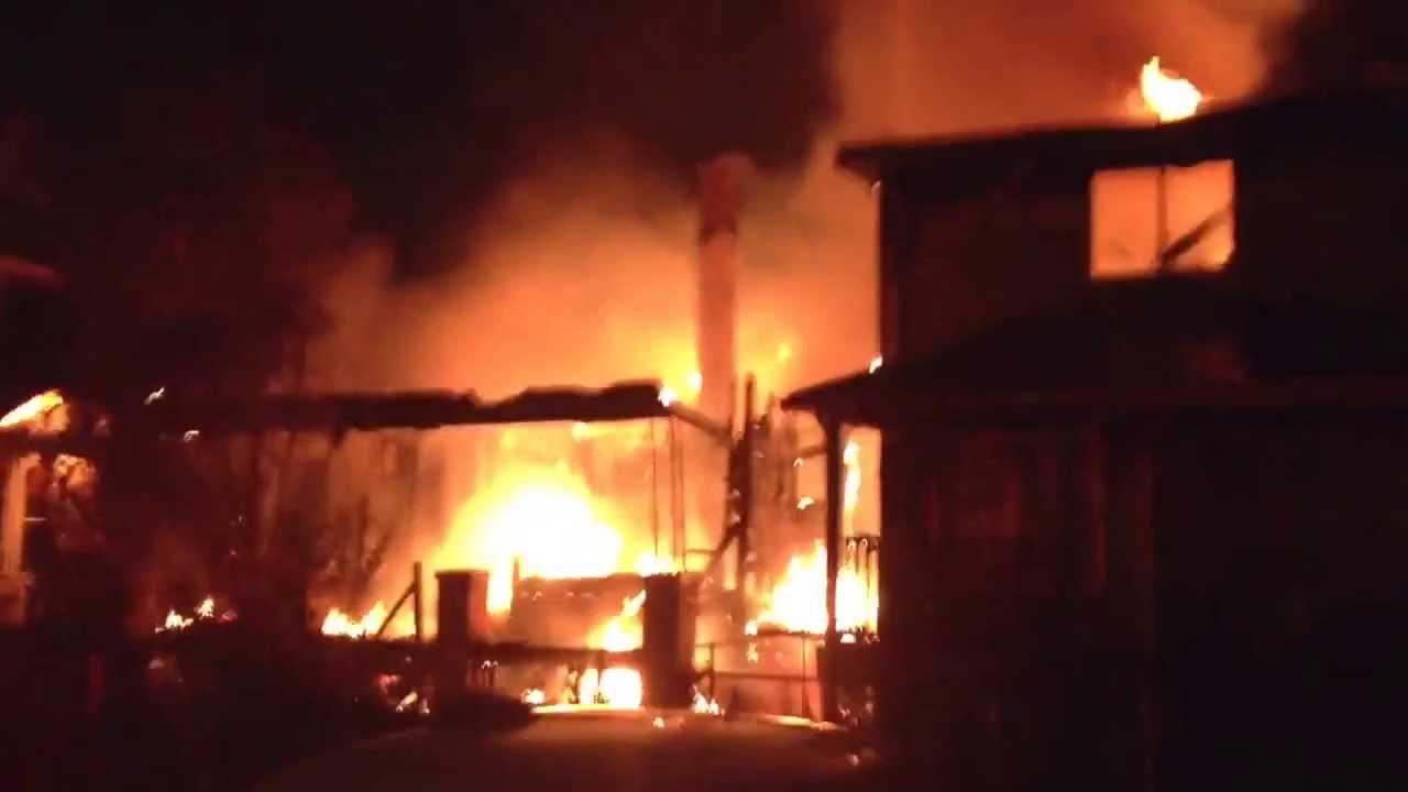 اختناق 9 أشخاص وتفحم معدات فى حريق هائل