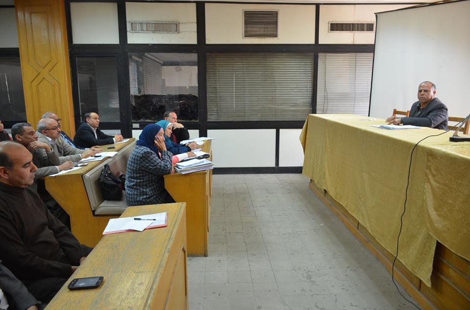 استعراض الموقف التنفيذى لمشروع تطوير سوق الجمعة بالإسماعيلية