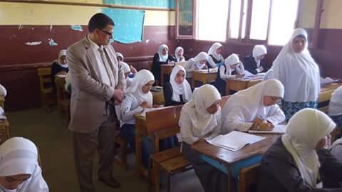 وكيل التربية والتعليم يتابع سير الامتحانات للاطمئنان على الطلاب ببنى سويف