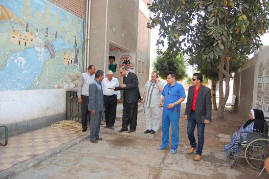 زيارة مفاجئة لمدارس قرية حفنا  التابعة لإدارة بلبيس التعليمية