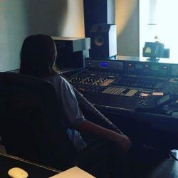 النجمة إليسا تستمع لألبومها الجديد في لندن