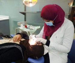 وجه من مصر .. روهندا رؤوف : فضلت زوجها وابنتها علي عملها كمعيدة بطب الأسنان ..