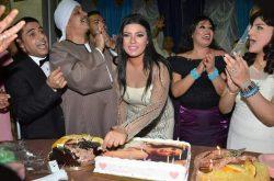 بالصور احتفلت راقصة مصر الأولي فيفي عبده  بعيد ميلاد. نجلتها الفنانة عزة مجاهد بمشاركة ابطال مسرحية حارة العوالم