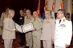 صبحى يكرم القادة المنتهية خدمتهم بالقوات المسلحة