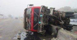 """إعادة حركة المرور على طريق """"بنها ـ الزقازيق"""" بعد رفع أثار  سيارة أخشاب"""