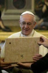 بابا الفاتيكان يعلن تشكيل لجنة لدراسة منح رتبة دينية للمراة