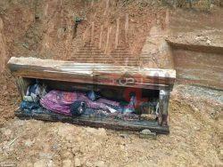 بالصور….العثور على جثة رجل صينى محفوظة داخل نعش منذ قرون