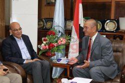 بالصور….جولة وزير الزراعة و محافظ كفر الشيخ لتفقد عدد من المزارع البحثية بالمحافظة