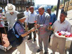 بالصور…وصول فوج سياحي إنجليزي لزيارة أبيدوس بسوهاج