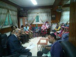 بالصور..وكيل وزارة الصحة بأسيوط يجتمع بالمشاركين في حملة الكشف المجاني للفيروسات.