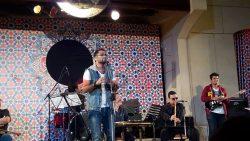 """""""مصطفى حسين """" يشعل حماس جمهوره بالمسرح المكشوف بدار الاوبرا المصرية."""