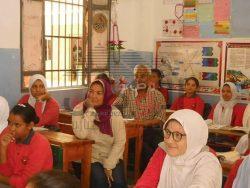 بالصور…شهادة تقدير لمديرة مدرسة نبيل الوقاد الإعدادية بنات