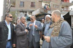 الدالى: يلتقي خلال جولته بعدد من الاهالى يطالبون بإجراءات رادعة لفريزة القمامة من الشوارع