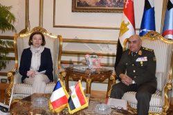 وزير الدفاع يستقبل نظيرته الفرنسية ويتفقدان إحدى القواعد الجوية