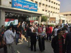 توافد المواطنين على مستشفى النصر للتبرع بالدماء لمصابى حادث حلوان