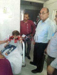 رئيس مدينه طهطا يتابع حالات تسمم ٥ أطفال بالمستشفى المركزى