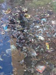 مواطنة تستغيث بمحافظ سوهاج من مياه الصرف الصحى بمسكنها بـ أدفا