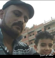 جريمة بشعة في منية النصر…3 اشخاص يقتلون شابا حاول الدفاع عن أمه