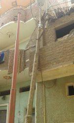 ضبط مخالفة.. عمود كهرباء مائل يهدد حياة المواطنين بسوهاج
