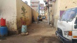 استمرار أعمال النظافة والتجميل بشوارع حى غرب بسوهاج