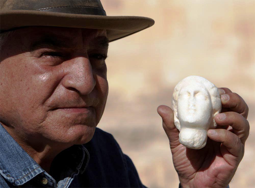 مصر تتسلم قطعة أثرية مهربة
