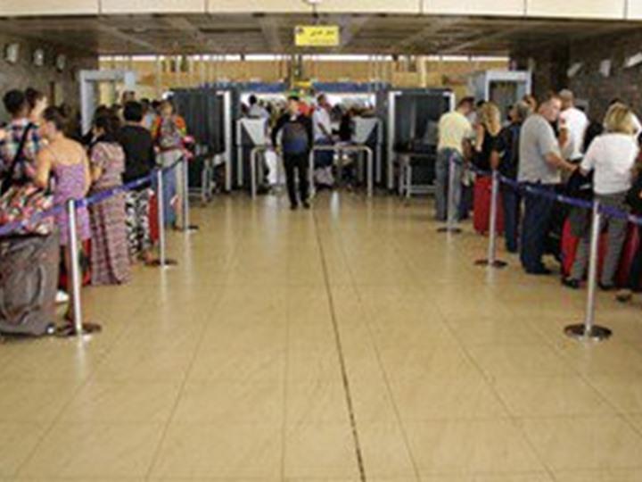 مطار شرم الشيخ يستقبل 1134 سائحا على متن 8 رحلات دولية
