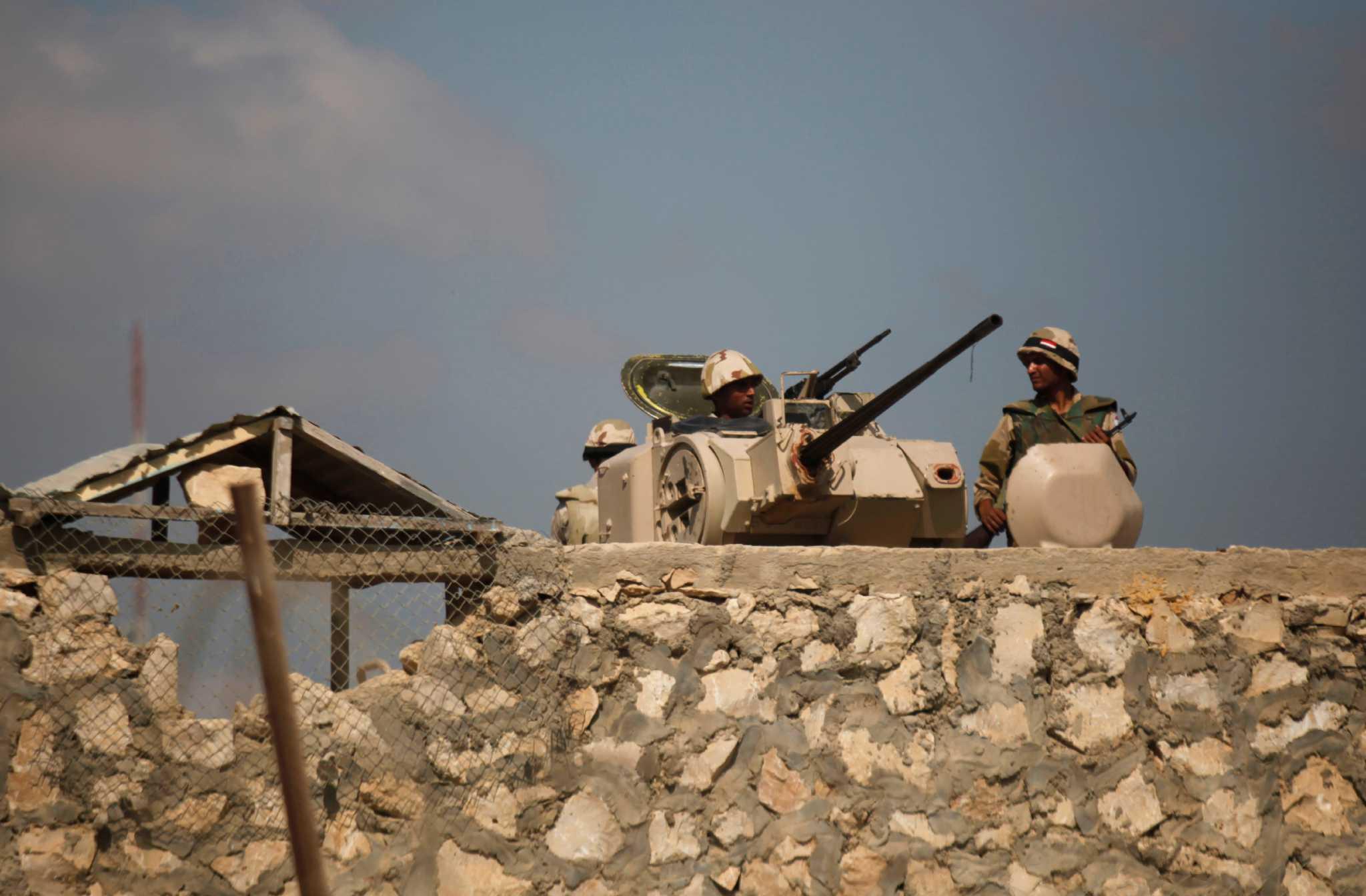 استشهاد ضابط وإصابة 3 مجندين فى انفجار عبوة ناسفة برفح