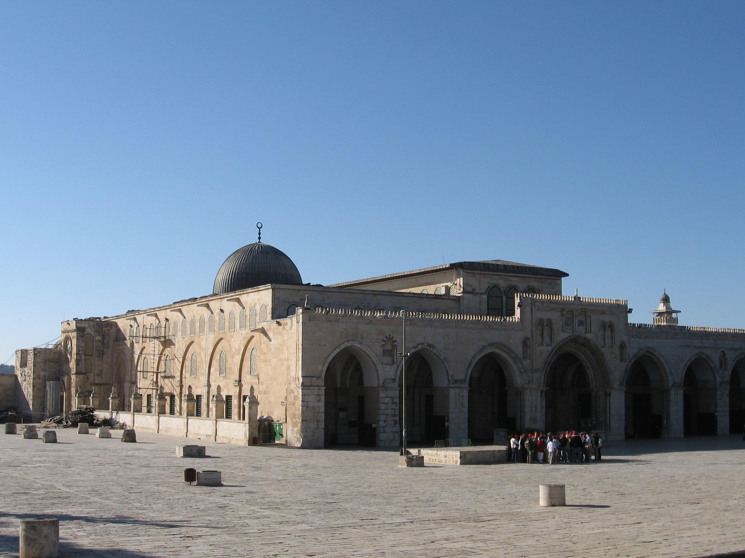 الخميس أقامة حفلات داخل حرم المسجد الاقصي