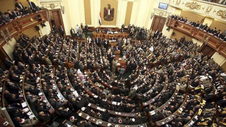 البرلمان المصرى يقف على حافة الهاوية