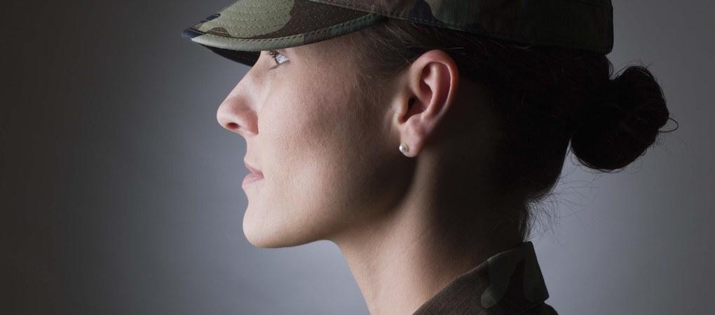 استدعاء فتاة للتجنيد بالجيش المصرى