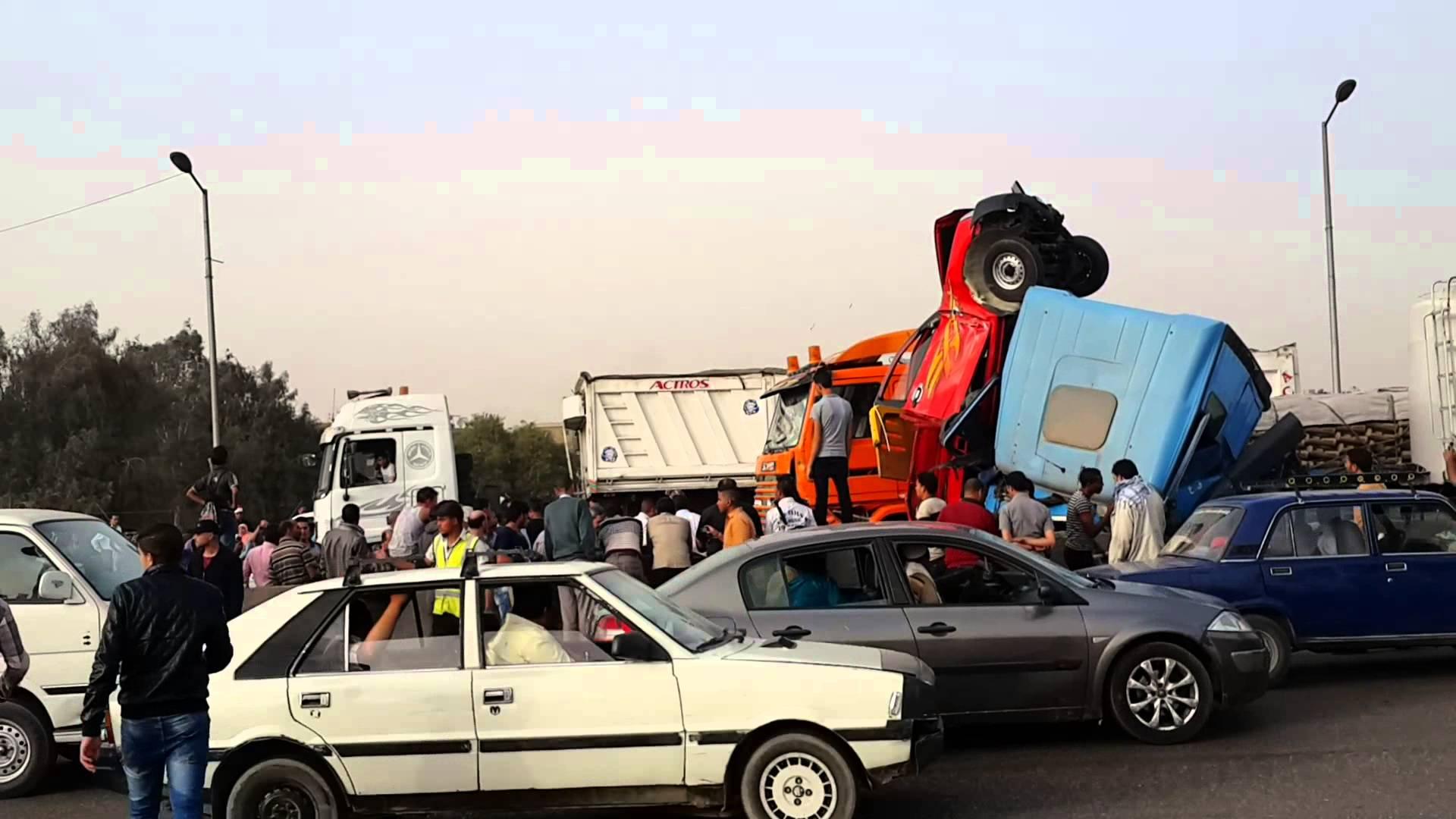 """حادث اصطدام مقطورة بأخرى سيارة نقل """"جامبو"""" اعلى الطريق الدائرى"""